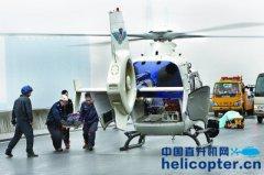 上海举行高速公路重大交通事故处置综合演练 直升机降落高速公路上