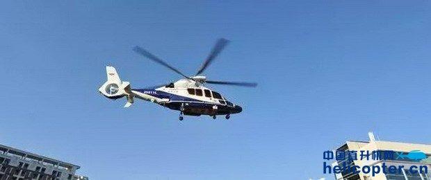 """直升机""""助阵""""警方追捕罪犯,真实演绎陆空警匪大片"""