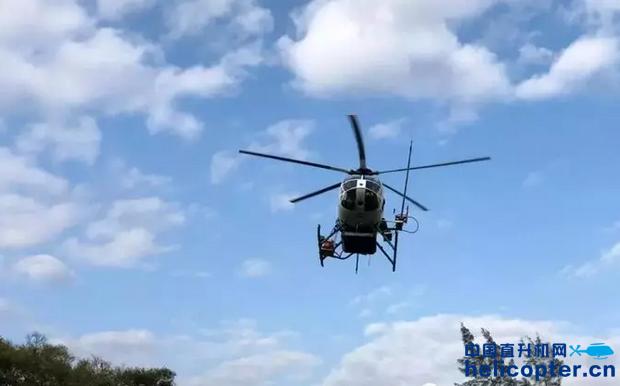 直升机高压喷射清洗高压电塔!